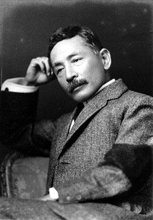 文豪「夏目漱石」を思わせる読書家な猫とは?